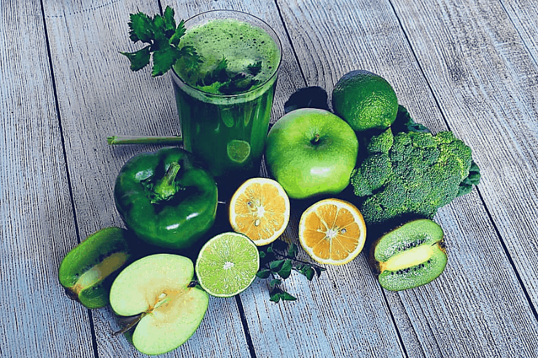 green juice and green vegetables