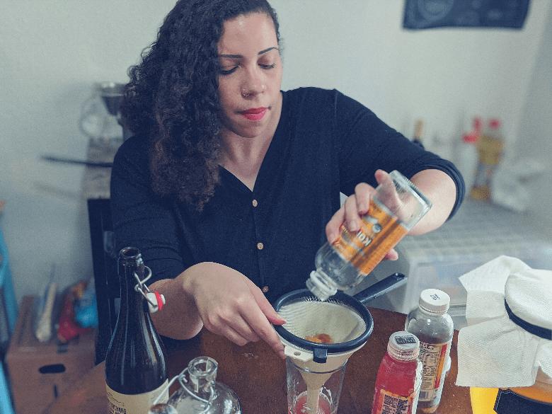 Rachel pouring kombucha
